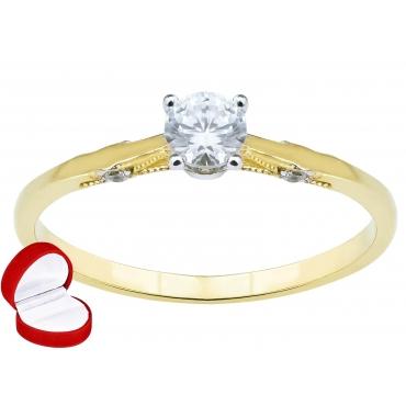 Złoty pierścionek z Cyrkoniami z wyeksponowanym kamieniem