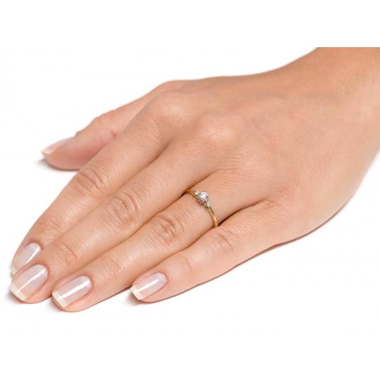 Klasyczny złoty pierścionek Cyrkonie