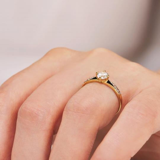 Złoty pierścionek Cyrkonie Only One