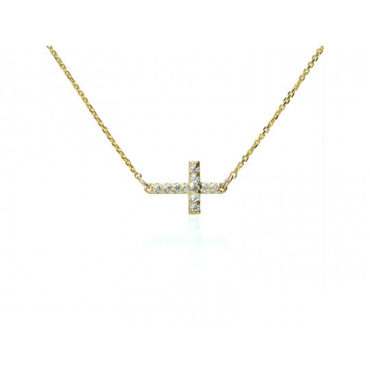 Modna celebrytka z Krzyżykiem