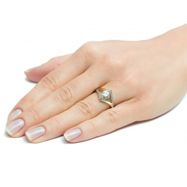 Złoty pierścionek Cyrkonie Nowoczesny wzór