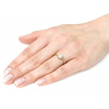 Złoty pierścionek z cyrkoniami w kształcie Kwiatka