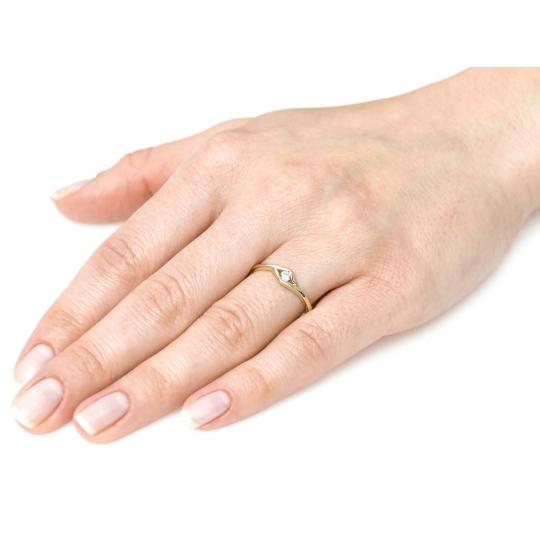 Subtelny i Piękny Złoty pierścionek Cyrkonia