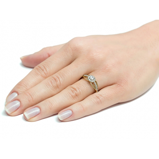 Wyrazisty zaręczynowy złoty pierścionek z Cyrkoniami