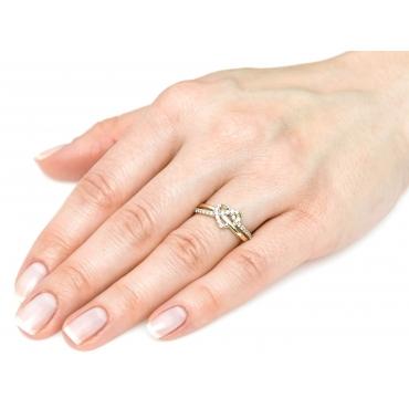 Złoty pierścionek Przeplatany SERCE 1.762