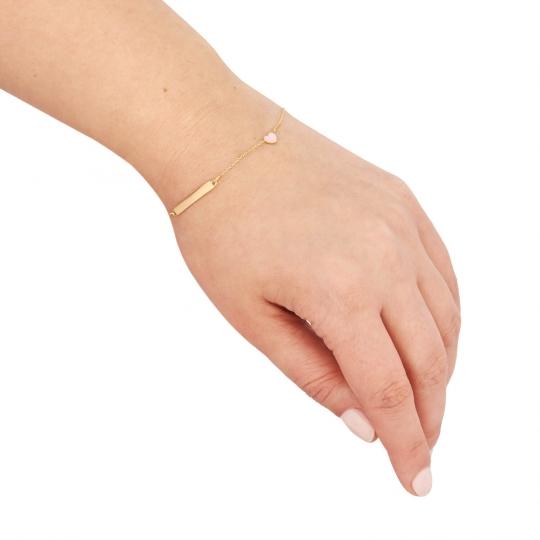 Złota bransoletka z blaszką i różowym serduszkiem