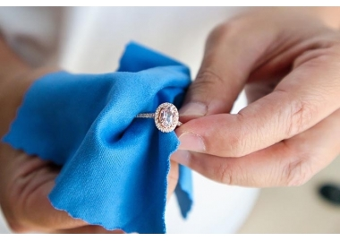 Jak czyścić biżuterię?